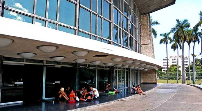 The Cuban theater in the Revolution